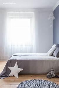 Grau Blaue Wand : filzkugelteppich dip dye bettw sche und schlafzimmer roomtour blaue wand stuckleisten und ~ Watch28wear.com Haus und Dekorationen
