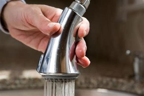 clean  pull  kitchen faucet spray head hunker