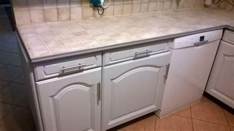 repeindre un carrelage de cuisine peindre le carrelage cuisine mur et plan de travail