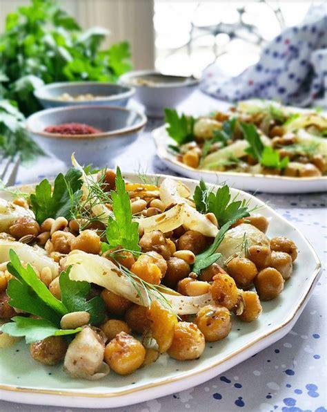 cuisiner pois chiches salade de pois chiches fenouil bulbe et graines rôties gratinez