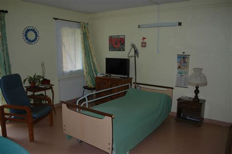 chambre ehpad ehpad roquefeuil
