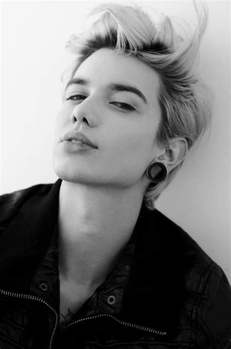 androgynous hairstyle and short image tomboy style in