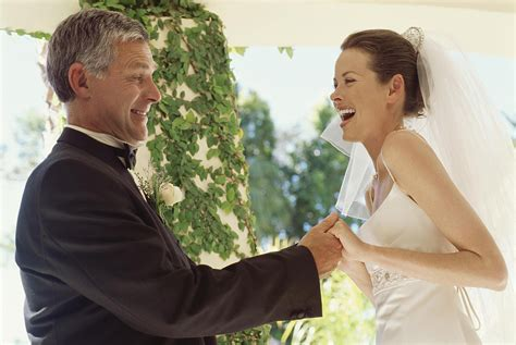 divorced dads how divorced dads can best handle a daughter s wedding