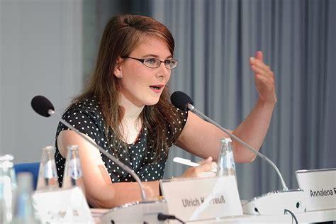 Annalena baerbock, prononce un discours lors d'un événement où les verts l'ont désignée candidate au poste de chancelière pour les prochaines élections fédérales, à berlin, en allemagne. File:Annalena Baerbock (7294621218).jpg - Wikimedia Commons