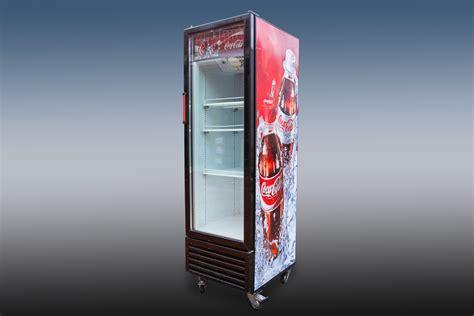 coca cola kühlschrank groß k 252 hlschrank coca cola getr 228 nke h 246 lscher