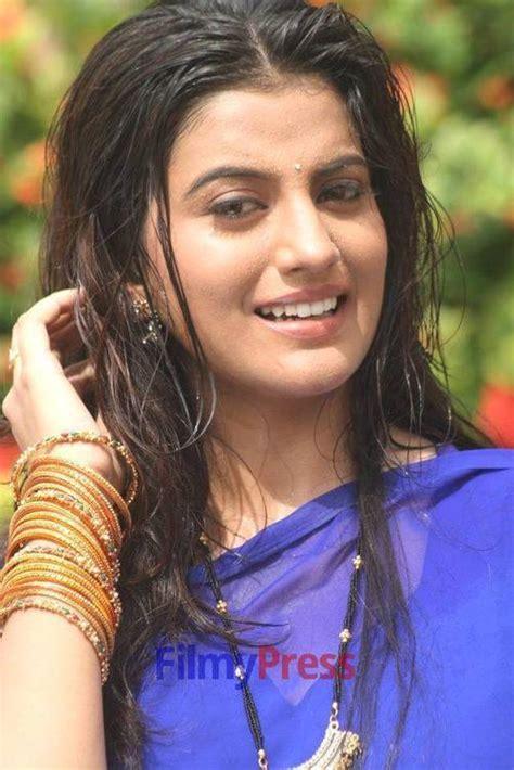 actress kajal singh bhojpuri actress akshara singh hot holidays oo