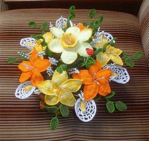composizioni fiori uncinetto composizione di fiori all uncinetto fiori foglie e