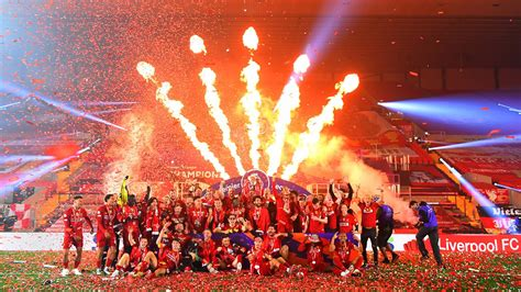 liverpool win thriller  chelsea presented  league trophy fbc news