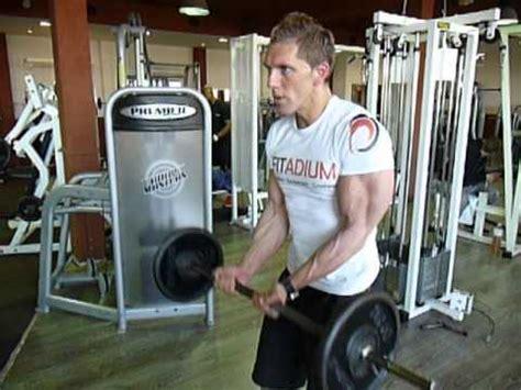 exercice de musculation des biceps le curl 224 la barre prise serr 233 e