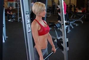 Smith Machine Upright Row - Strength