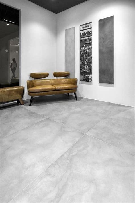 Un Pavimento Di Cemento O Legno by I Pavimenti In Gres Porcellanato Con Effetto Cemento Hanno