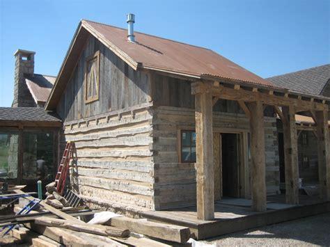 Log Cabin : Distinguished Boards & Beams