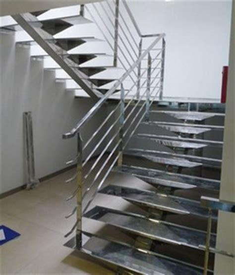 escalier inox poli droit avec plateforme pour 180 176 showroom d 233 coration 78 par casalux home