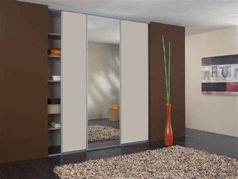 rideau placard chambre placard chambre avec rideau des id es de design placard