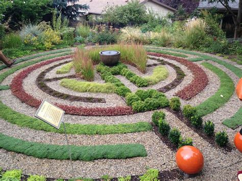 garden labyrinth plans make your own labyrinth using pea gravel and succulents visually fun and kids love them