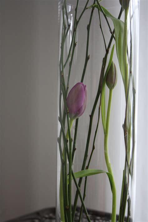 deko für hohe glasvasen dekoidee tulpen mit tulpen dekorieren dekoration