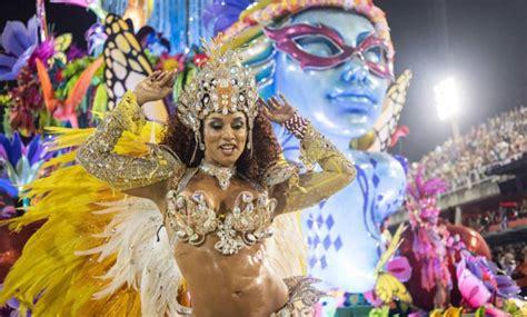 los argentinos son los  mas viajan al carnaval de rio