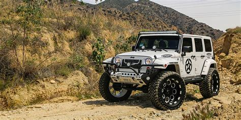 Lifted Jeep Wrangler On Forgiato Offroad Wheels [video