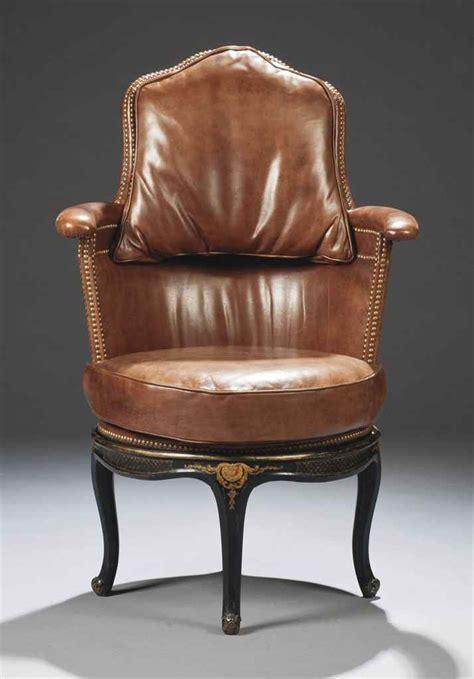fauteuil de bureau de style louis xv comprenant des