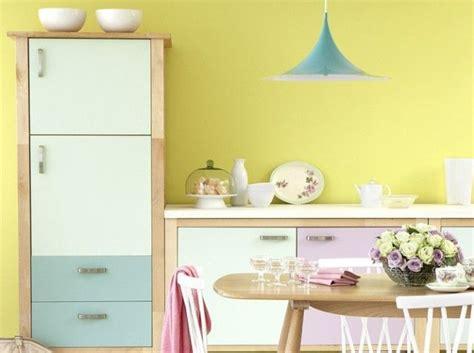 cuisine mur jaune couleur pastel de la douceur dans votre déco architecture