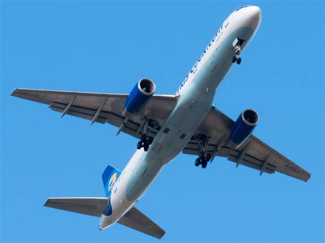 Thomas Cook Boeing 757-200 near London on Aug 29th 2012 ...