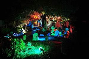 15 Awesome Front Yard Halloween Displays «TwistedSifter