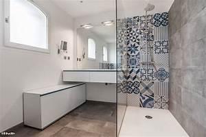 Carreaux De Ciment Salle De Bain : salle de bains et carreaux ciment bleus par pixcity ~ Melissatoandfro.com Idées de Décoration