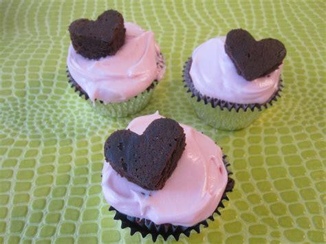 recipe  red velvet cupcakes  pink cream cheese