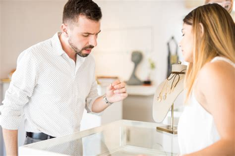 common mistakes men make when buying an engagement ring