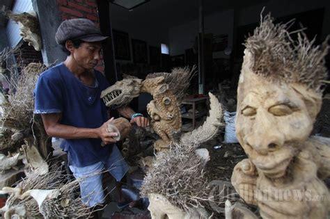 kerajinan limbah akar bambu 1 1459371 tribunnews