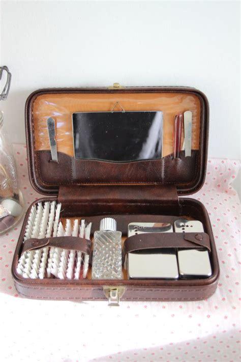 trousse de toilette vintage les 25 meilleures id 233 es concernant trousse de toilette vintage sur vanit 233 table