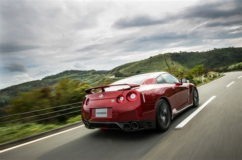 nissan gtr roman atwood introducing the 2015 nissan gt r youtube