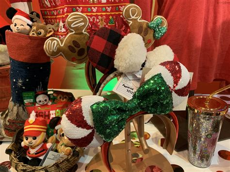 christmas  july previewing  years disney parks
