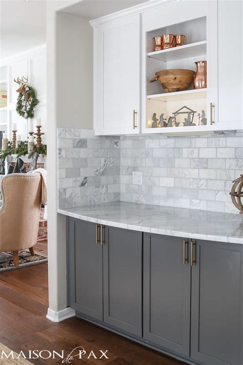 white lower kitchen cabinets 1000 ideas about two tone kitchen cabinets on