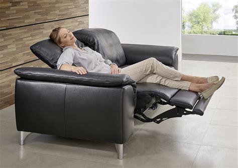 canape confortable le canape en cuir est il confortable de seanroyale
