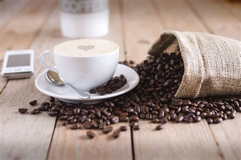 A survey of other sources will reveal some slight variation in precisely how many calories in coffee, but all sources show that a cup of coffee has a negligible number of calor ies. How Many Calories Are in a Cup of Coffee? (Black, Espresso, and more)