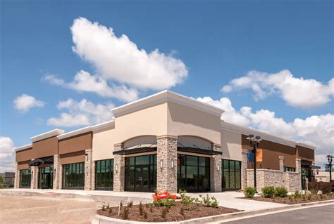 ways  improve curb appeal   commercial building