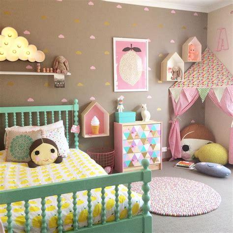 chambre bébé colorée une chambre colorée pour une fille http m habitat fr par pieces chambre deco pour