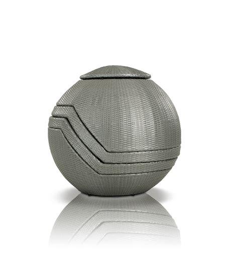 ovum modern silver 5 egg shaped patio set