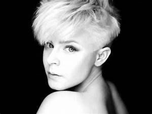 Robyn ~ Hang With Me Acoustic (with lyrics) - YouTube