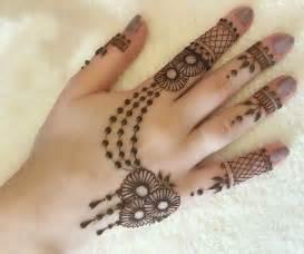 Selected & Beautiful Arabic Mehndi Designs for Back Hands