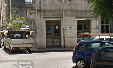Comune Di Pagani Ufficio Anagrafe by Salerno Cittadino Furioso Spacca I Vetri Dell Ufficio