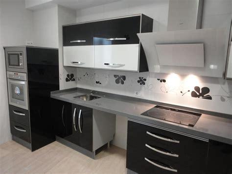 cocina negra  blanca jamilena cocinas jaen
