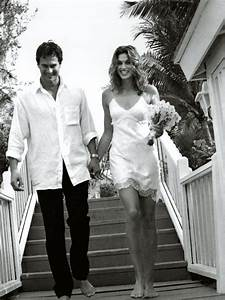 7 of the best supermodel wedding dresses of all time With cindy crawford wedding dress