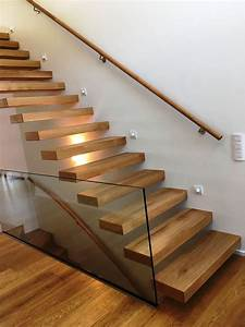 Treppe Handlauf Holz : kragarmtreppe dreieich kragarmtreppe gerade stufen in eiche geschruppt und ge lt st rke 100mm ~ Watch28wear.com Haus und Dekorationen