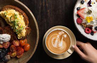Biji kopi di sini berjenis single origin dan dipanggang dalam skala yang cukup banyak sesuai. Common Man Coffee Roasters   Restaurants in River Valley, Singapore
