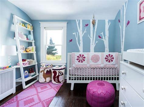 chambre de bebe stylee  reposante en avant le bleu