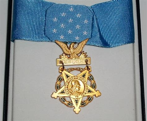 medal of honor decoration u s army medal of honor cased shop goods in calgary at things ltd