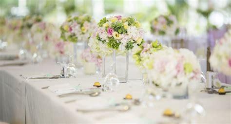 deco centre table mariage d 233 co mariage les r 232 gles pour un centre de table r 233 ussi cosmopolitan fr