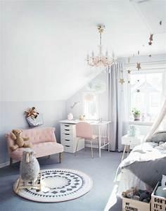 1001 conseils et idees pour une chambre en rose et gris With tapis chambre bébé avec le canapé lit